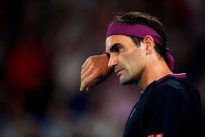 Roger Federer se va del Australian Open eliminado, lesionado ¡y multado por grosero!