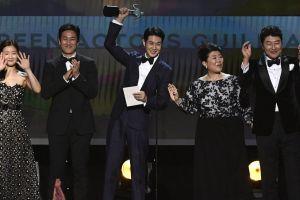 """""""Parasite"""" gana Óscar a mejor cinta internacional y mejor dirección"""