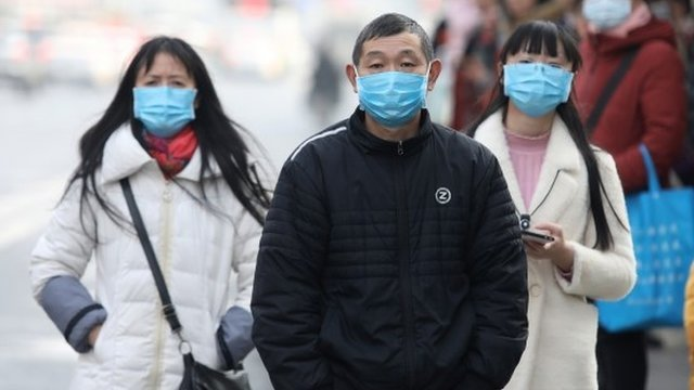 VÍDEO: Doctora llora desconsolada por todos los casos de coronavirus que debe tratar