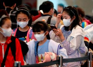 Padres abandonan a sus hijos en el aeropuerto por temor a que tuvieran coronavirus