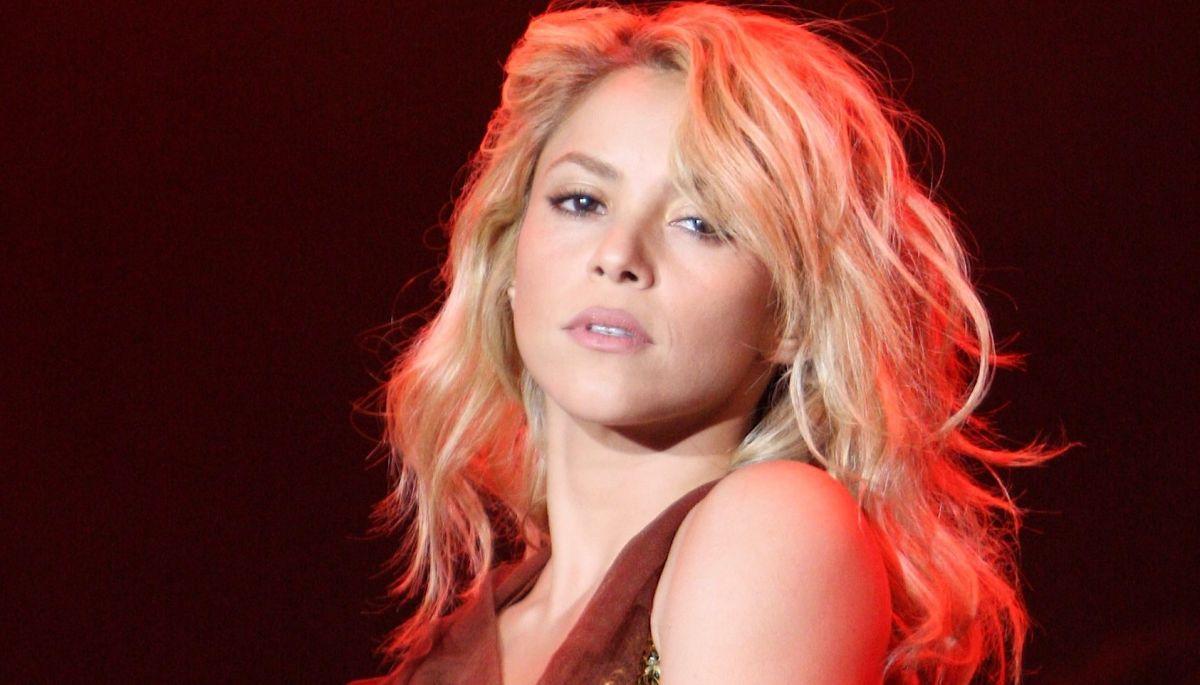 Shakira sorprende a sus fans al lucirse en sostén blanco y corset