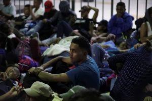 México detiene a 2,000 migrantes en un día