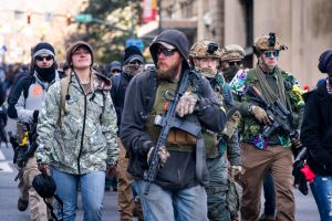 """3 supremacistas tenían sangriento plan para desatar """"guerra civil"""" en marcha a favor de las armas"""