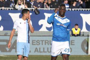 Multan a la Lazio por cánticos racistas contra Balotelli