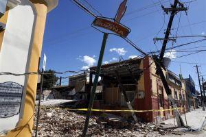 Mujer muere mientras la desalojaban de su casa colapsada por sismos en Puerto Rico