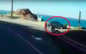Cámara de vehículo registra cuando un SUV cae en un acantilado en California