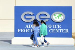 Preocupa coronavirus a familiares de inmigrantes detenidos en Adelanto