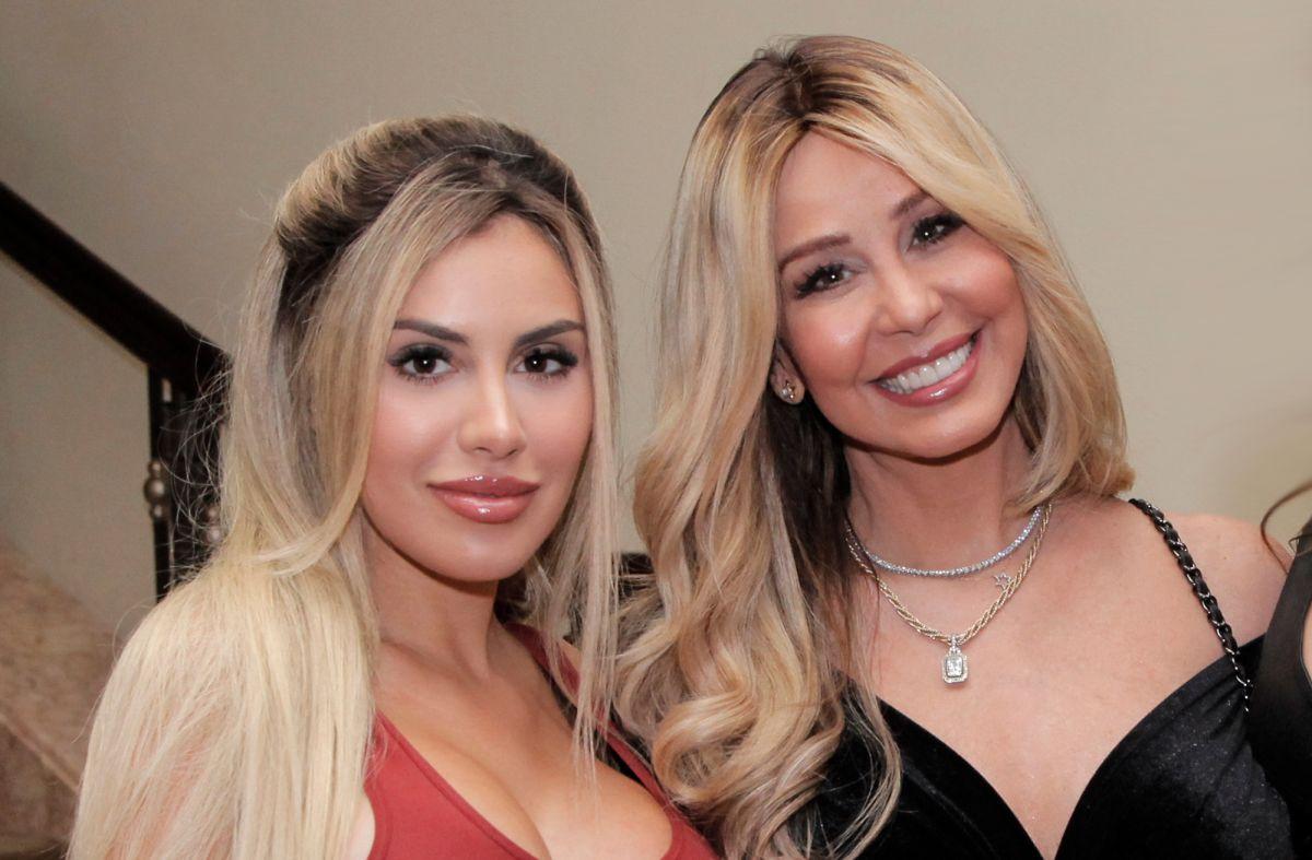 Myrka Dellanos 'arriesga su vida' en Telemundo, dice su hija Alexa Dellanos