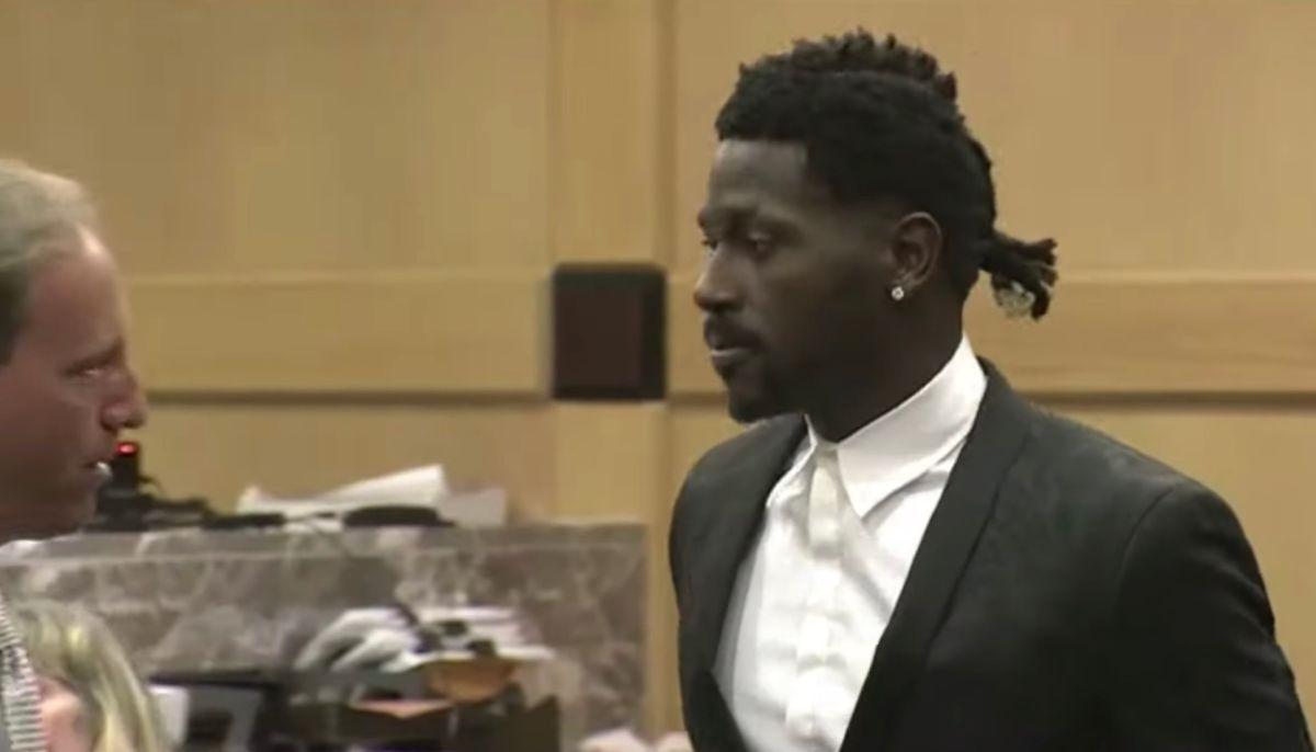 Antonio Brown vuelve a aparecer en corte tras el altercado en su casa