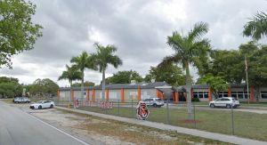 Arrestan a dos estudiantes de Miami por llevar armas a una escuela