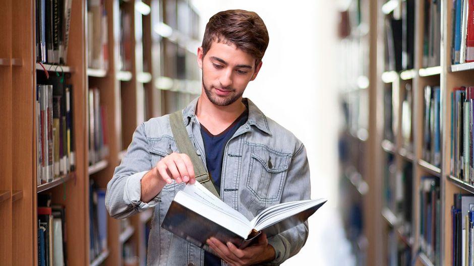 5 sitios web donde puedes obtener una beca universitaria en Estados Unidos