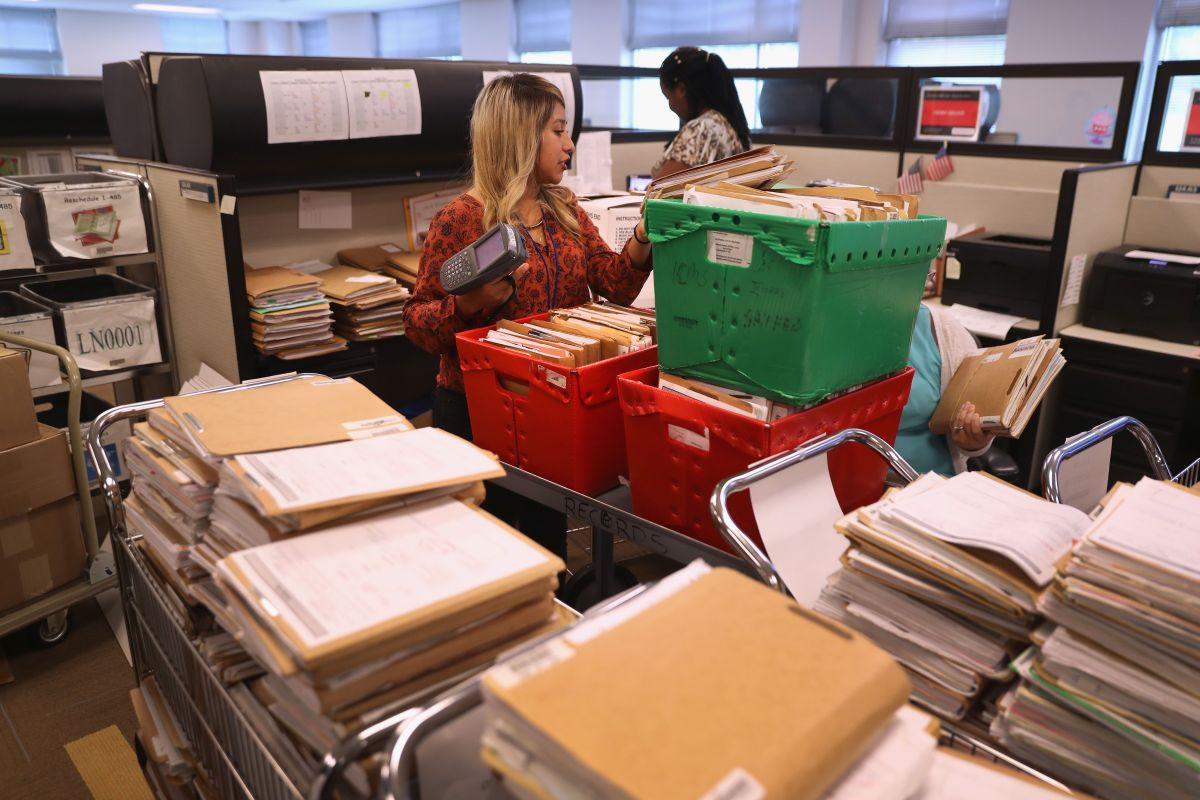 Nueva York enfrenta el mayor retraso en casos.