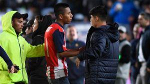 ¡Grande 'Chofis'! El detallazo que tuvo el jugador de Chivas con un fan