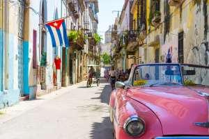 Trump refuerza sanciones a Cuba: prohíbe importar ron y tabaco y alojarse en hoteles