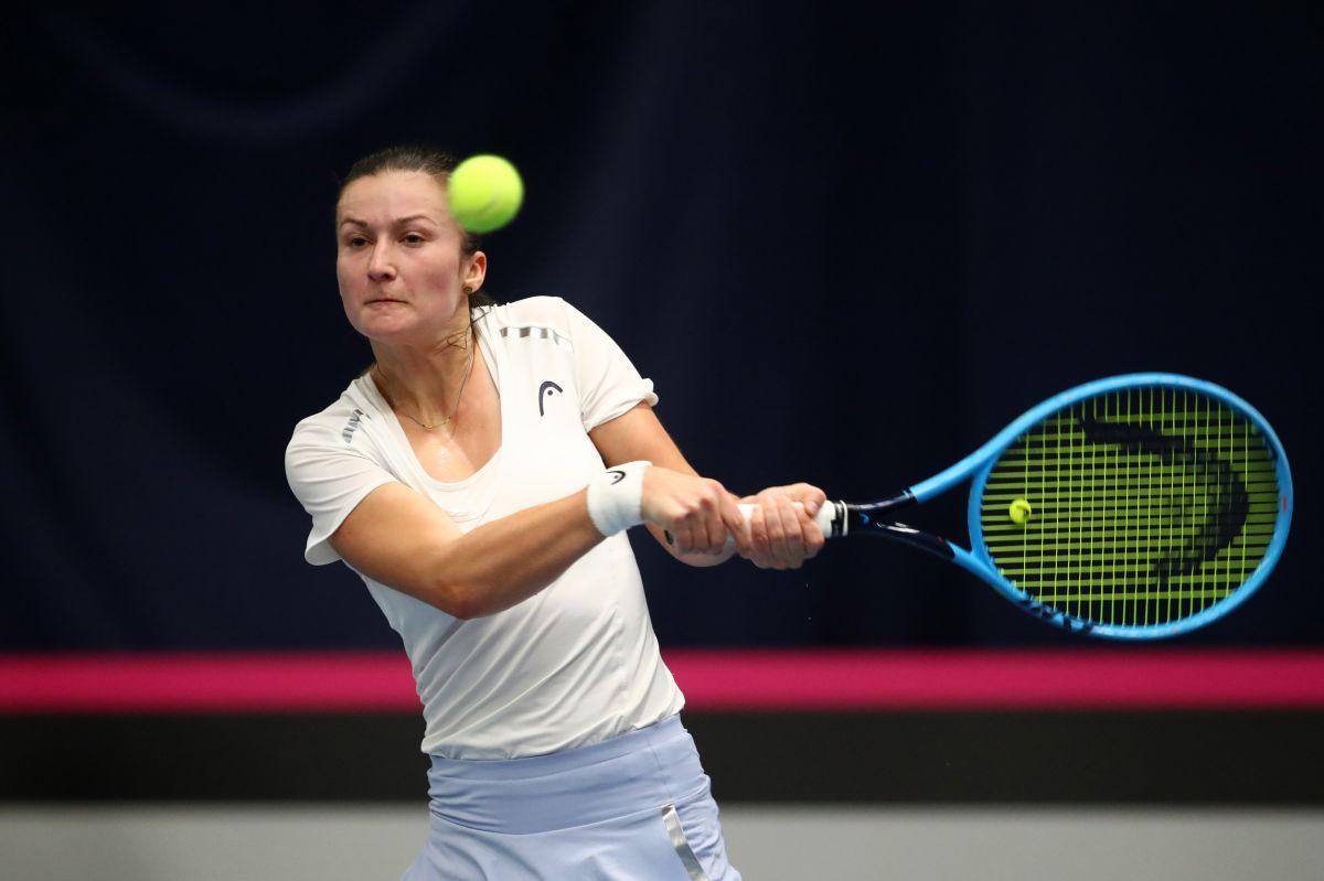Dalila Jakupovic tuvo que abandonar la cancha del abierto australiano por dificultades respiratorias.