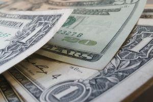 Las bacterias más comunes en los billetes son de pene y vagina, revela estudio