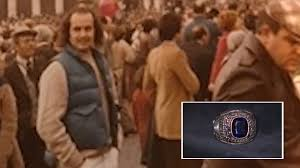 Perdió su anillo en 1977 y lo encuentra ahora.