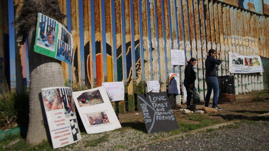 Voluntarios de ambos lados de la frontera quieren reconstruir el espíritu de amistad