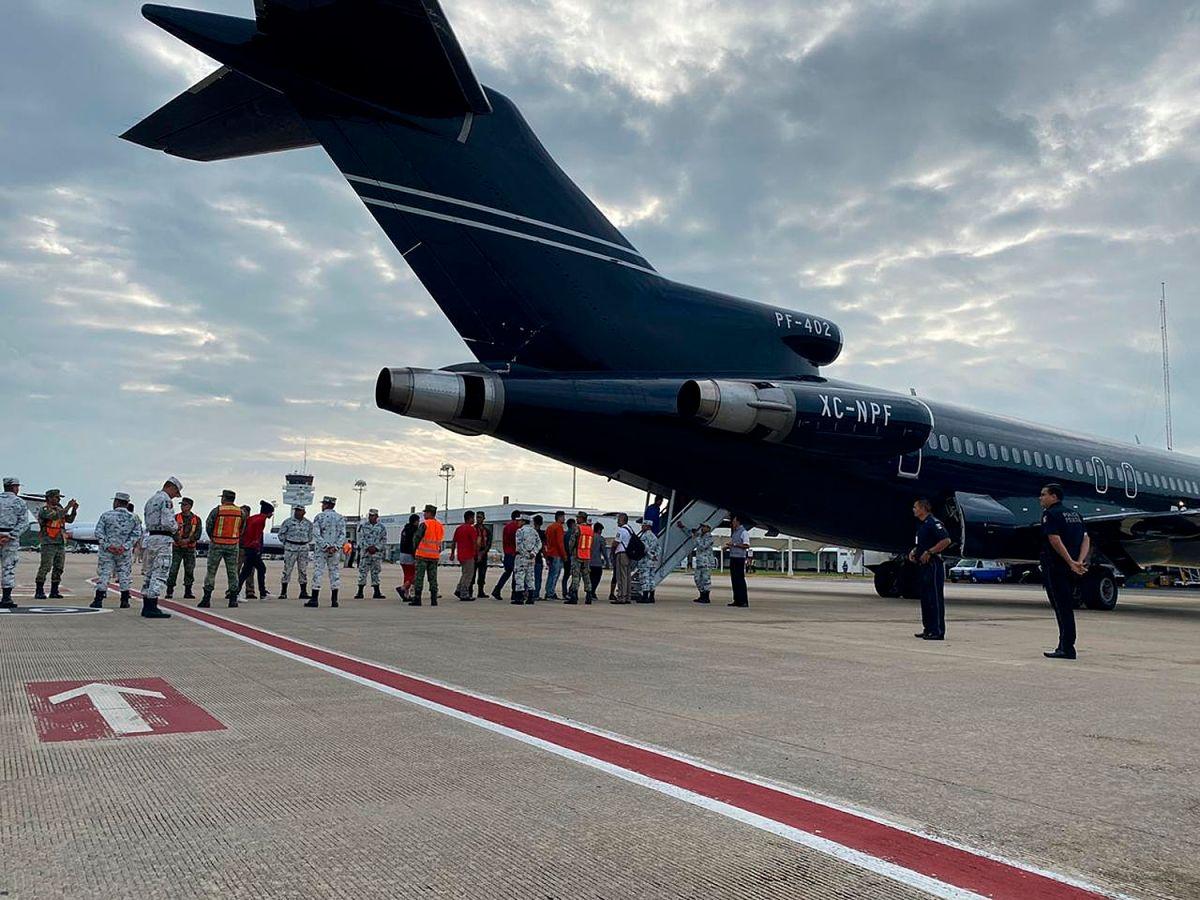 Las deportaciones se llevaron a cabo en avión de la Guardia Nacional.