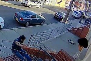 Acusado de empujar fatalmente a casero ecuatoriano en Queens culpó a colchón de la tragedia