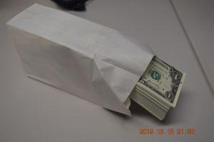 Decomisan cargamento de 900,000 billetes falsos de un dólar