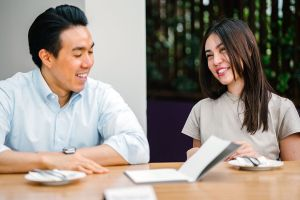 7 señales de que uno de tus compañeros de trabajo es tu 'esposo de oficina' y por qué eso es peligroso