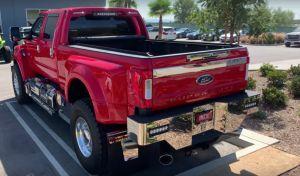 Ford tiene una enorme camioneta F-650 que parece un camión