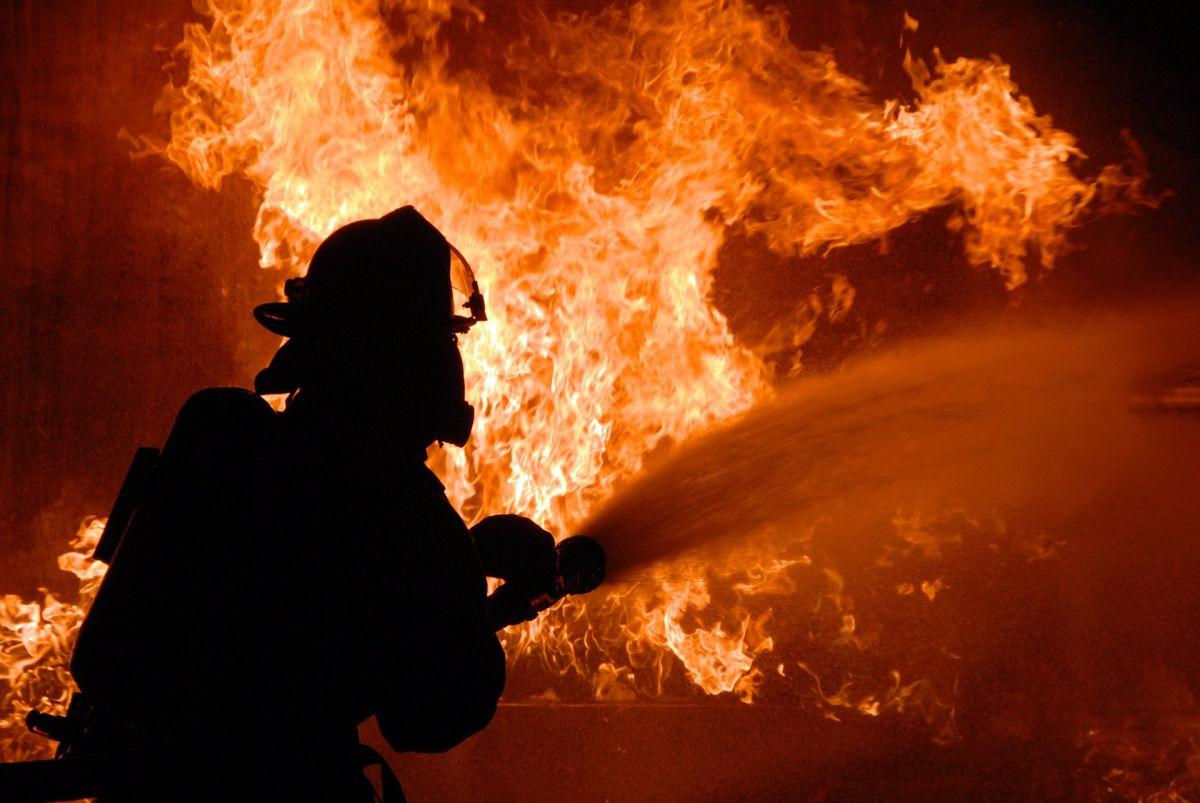 Fotos: Incendio de puerto en Alabama deja 8 muertos. El mar era la única vía de escape