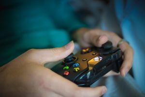 Descubre que su esposo le es infiel y se venga de él vendiendo su Xbox a $4