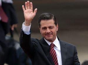 La hija menor de Enrique Peña Nieto, ahora en traje de baño y a bordo de una lancha