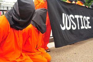 El programa de tortura de la CIA fue demasiado lejos, declara uno de sus autores