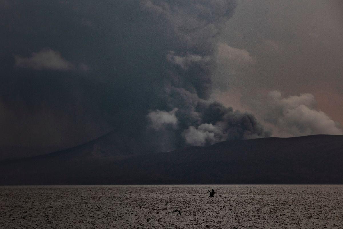 El volcán Taal sorprendió a los novios y a sus invitados a su boda.