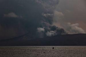 Novios continúan con su boda pese a erupción volcánica