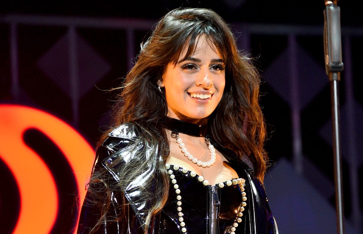 Doing sensual twerking, Camila Cabello shows off her rear in biker shorts during a trip to the mountains