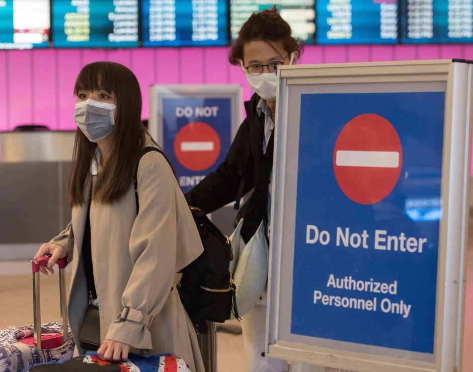 Por coronavirus, repatrían desde Wuhan a 240 estadounidenses; llegarán al área de Los Ángeles
