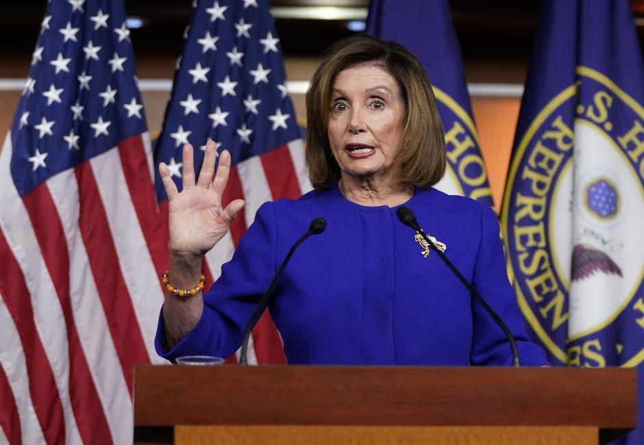 """'Impeachment': Pelosi descarta mantener en el """"limbo político"""" a Trump. El presidente quiere a Biden"""