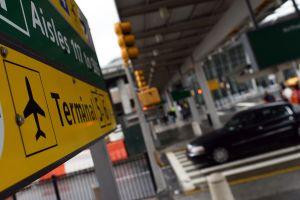 CDC vigila 3 aeropuertos de Estados Unidos por virus de China que parece gripa y suma más de 200 casos