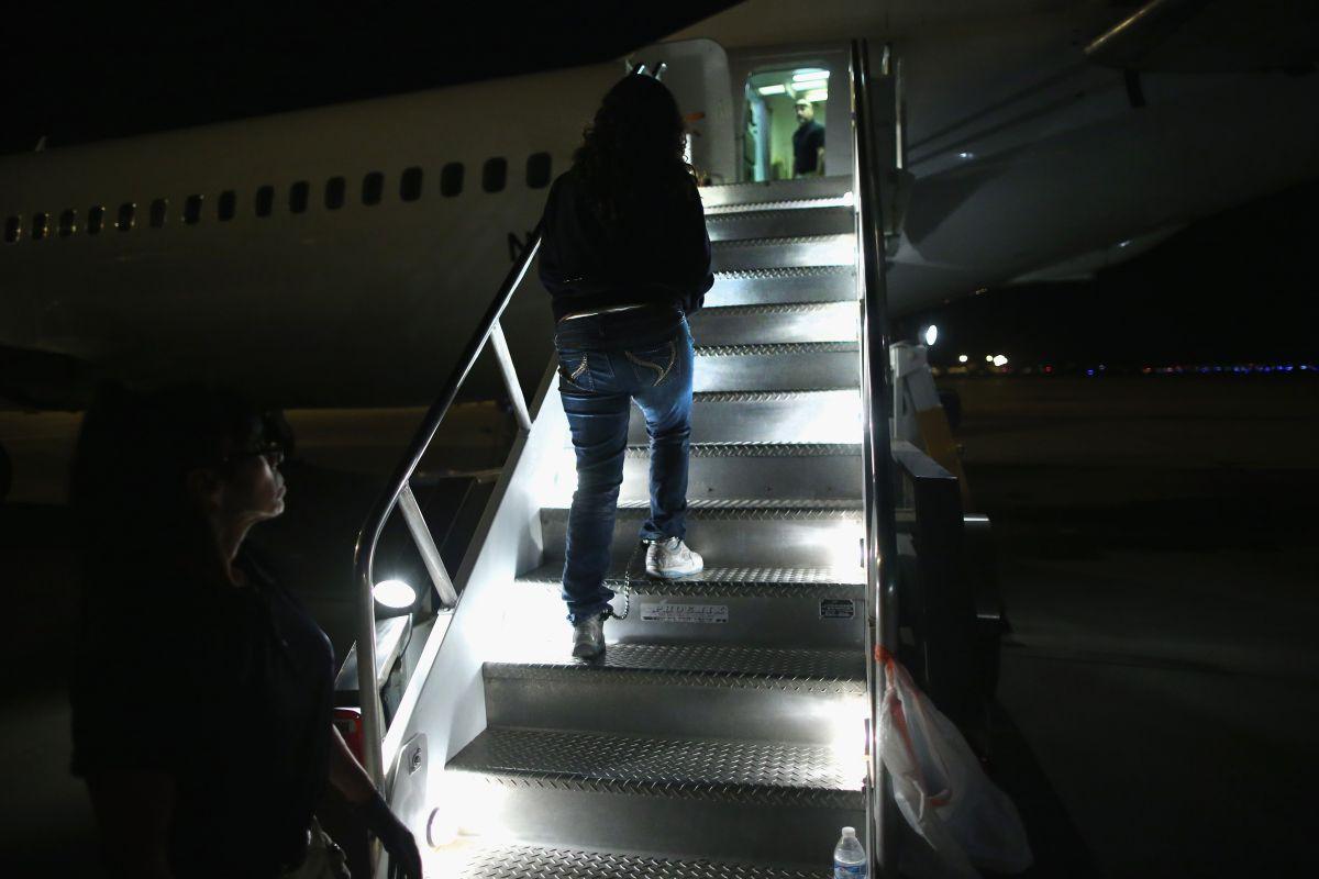 200 universidades apoyan demanda a medida de Trump que deportaría a estudiantes extranjeros