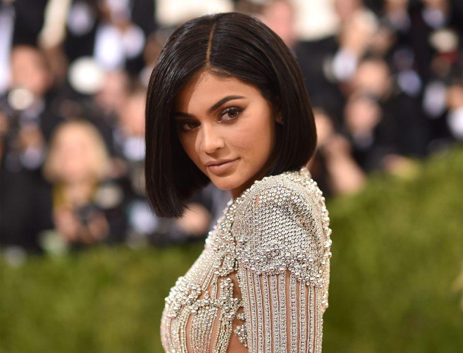 El aspecto radicalmente diferente de Kylie Jenner, con y sin maquillaje