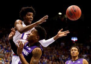 Bronca monumental se armó en partido de básquetbol de la NCAA; volaron golpes y hasta sillas