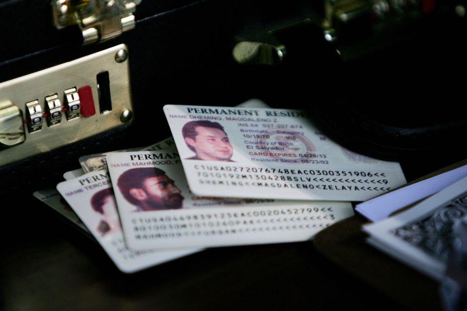 La impresión de 50,000 tarjetas verdes y 75,000 permisos de trabajo está retrasada