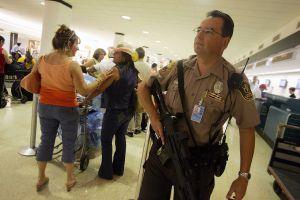 Miles de turistas vienen a Miami por el Super Bowl y la policía ultima los detalles