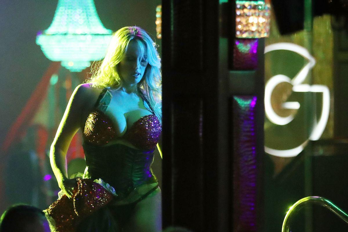 Controversia en Miami: ¿Un súper yate con mujeres haciendo 'striptease' para el Super Bowl?