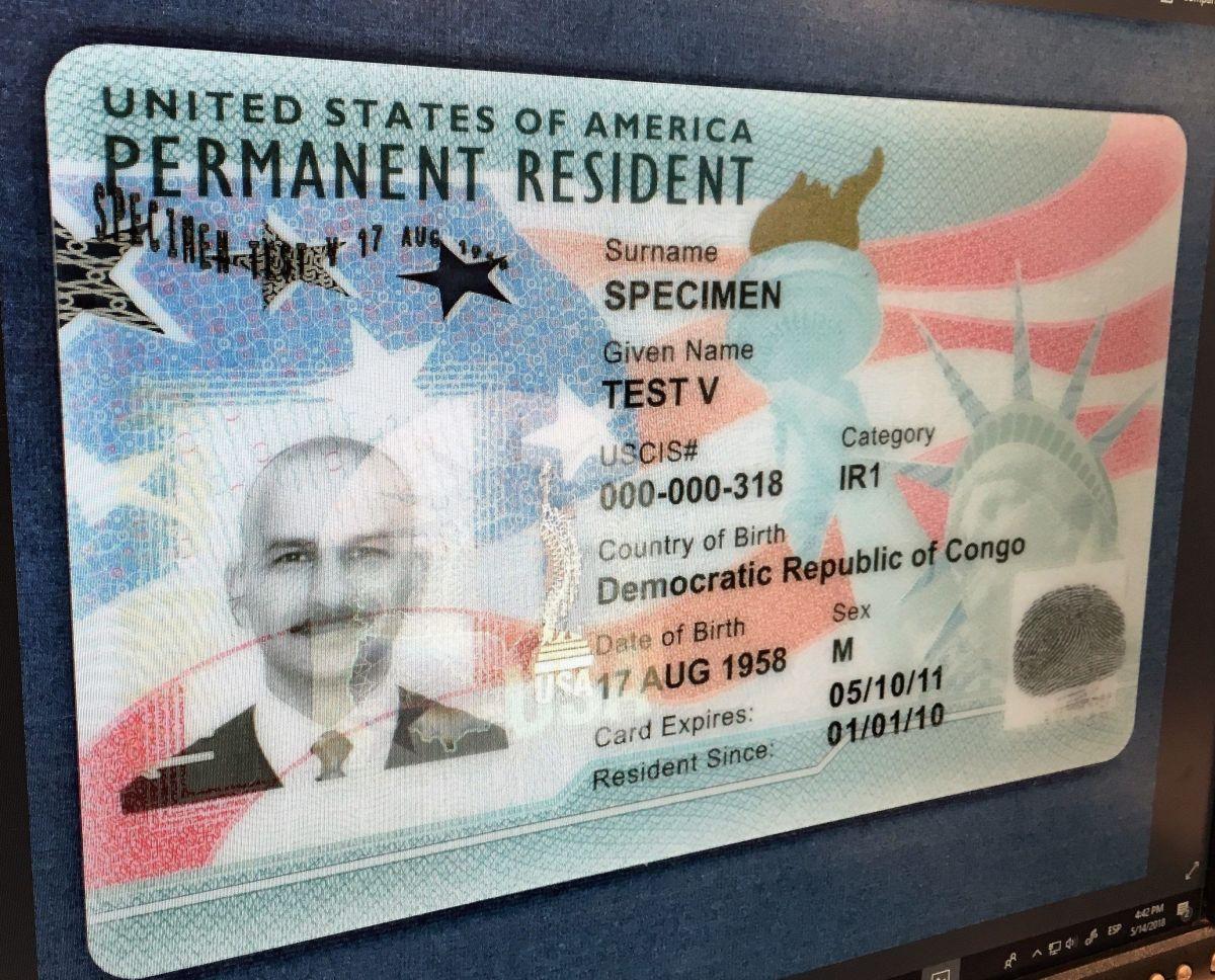 """La regla afectaría a quienes apliquen por """"green card""""."""