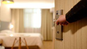 Mujer afroamericana demanda por $300,000 a Hotel Marriott de Portland por política racista