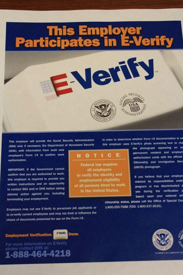 Florida podría prohibir a empresas contratar a indocumentados y obligarlas a usar E-Verify