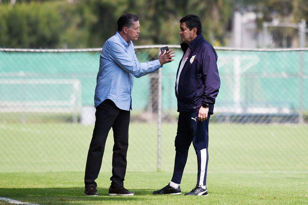 Ricardo Peláez habló sobre el futuro de Luis Fernando Tena en Chivas