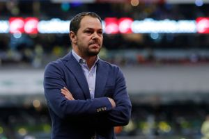 ¿Injusto? Santiago Baños renueva contrato con el América pero Miguel Herrera no