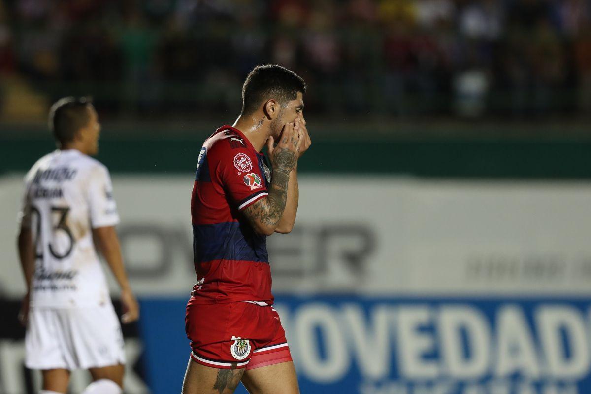 La triste historia del aficionado de Chivas que arruinó su jersey por culpa de Víctor Guzmán