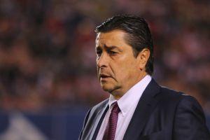No es para menos: Luis Fernando Tena se va molesto por el empate de Chivas ante San Luis